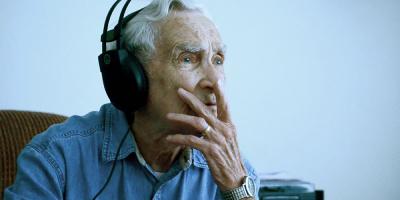 Doce Lorraine: Homem de 96 anos compõe uma linda música para a esposa falecida
