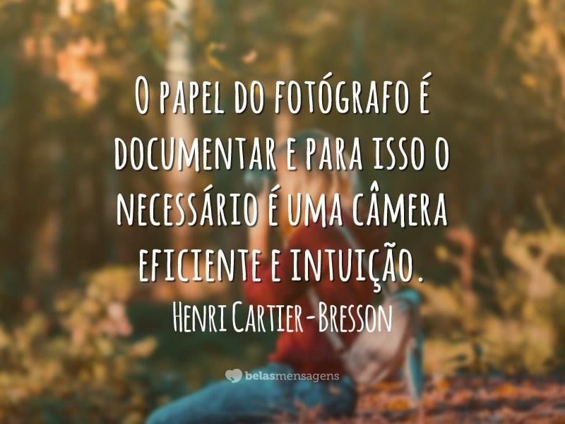 O papel do fotógrafo é documentar e para isso o necessário é uma câmera eficiente e intuição.
