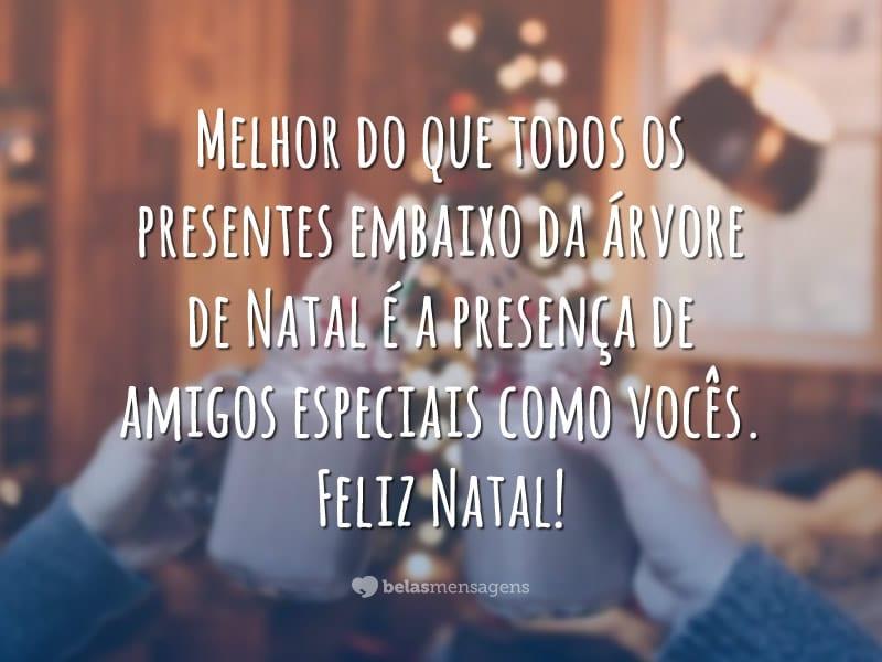 Melhor do que todos os presentes embaixo da árvore de Natal é a presença de amigos especiais como vocês. Feliz Natal!