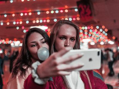 Legenda para foto com amiga: 60 opções para os momentos especiais