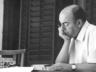 40 frases de Pablo Neruda para sentir o amor como se fosse primavera