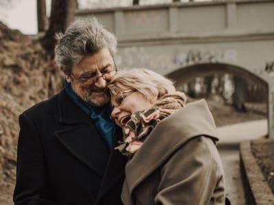 35 frases de aniversário de casamento para amigos que celebram o amor