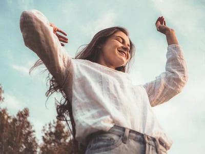 50 frases de alegria e otimismo para buscar o que te faz mais feliz